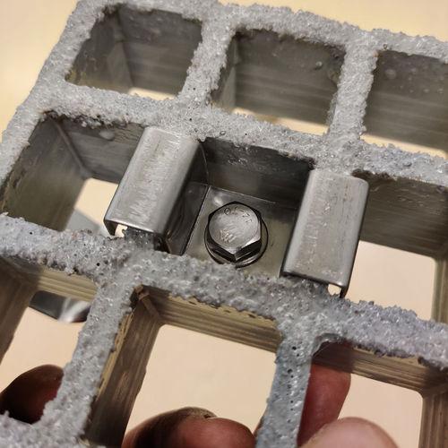 HST Yleiskiinnitin lasikuituritilälle 38mm