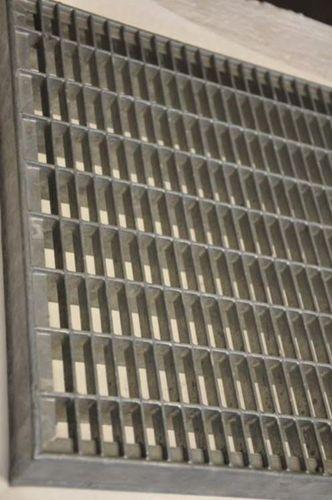 Rappuralli sinkitty puriste ritilä 34x11 / 25x2mm 1000x500mm